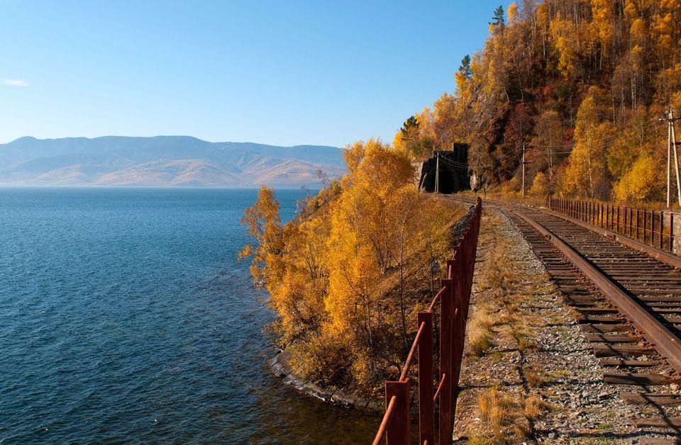 Кругобайкальская железная дорога в красках золотой осени