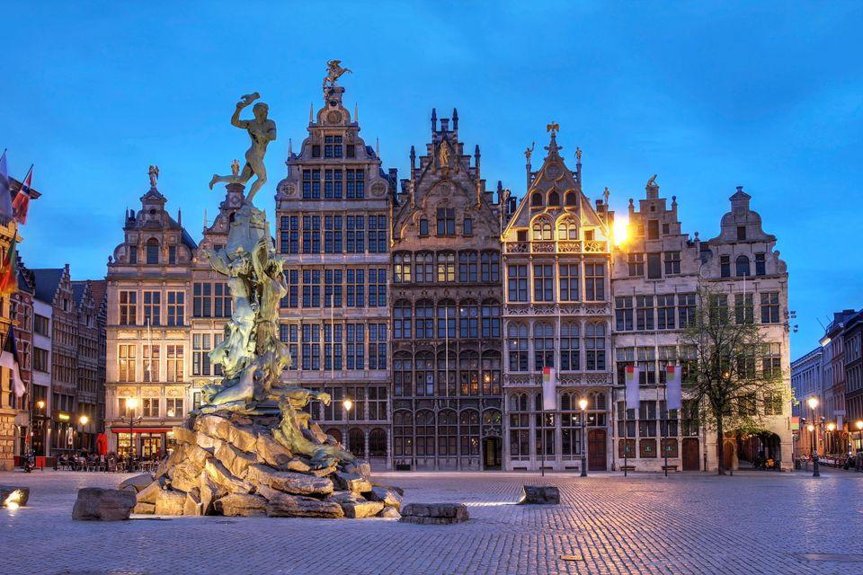 Το άγαλμα του Brabo στην Αμβέρσα - εναλλακτικά ταξίδια στην Ευρώπη