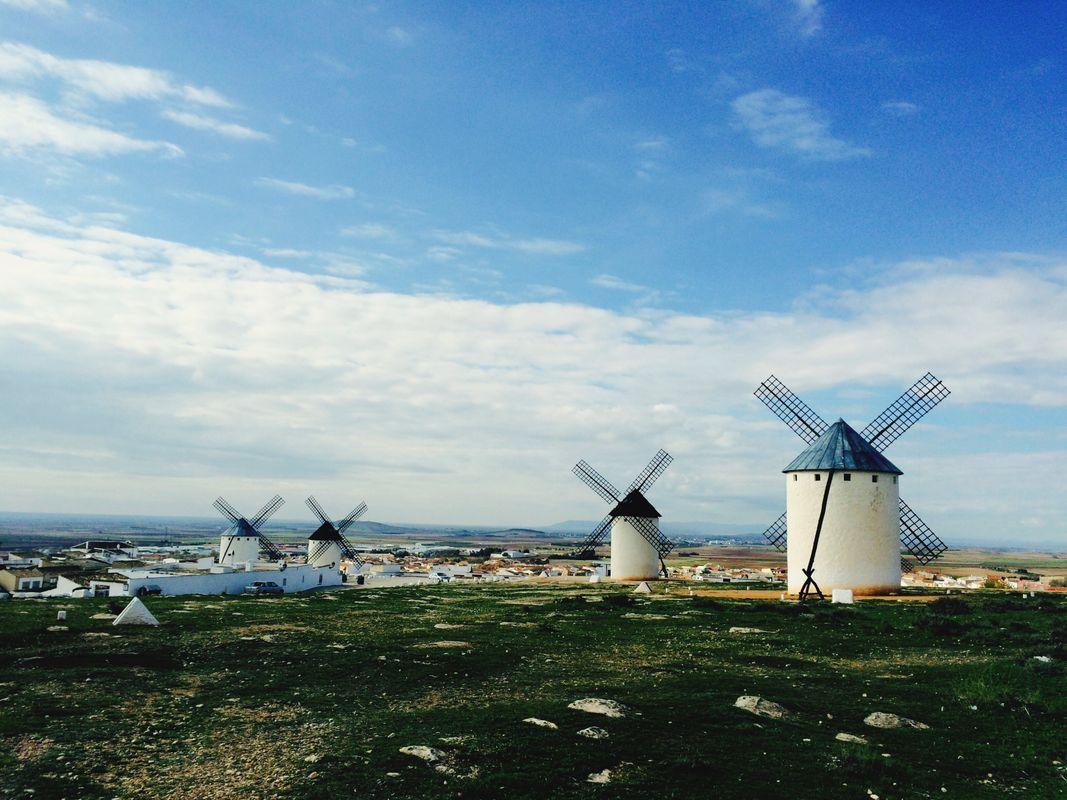 Ветряные мельницы Дон Кихота в Кастилии-ла-Манчи в Испании