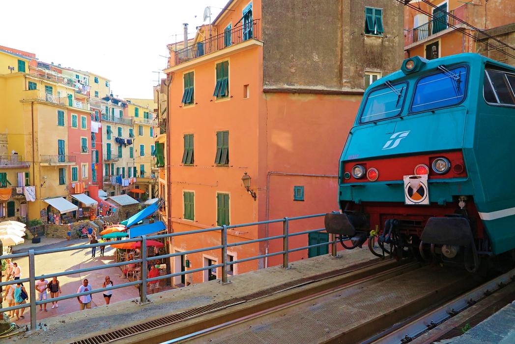 Στα Cinque Terre θα πάτε με το τρένο