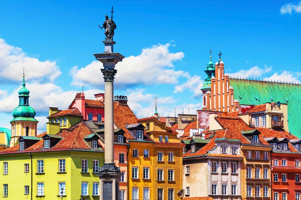 Κτήρια σε ζωηρά χρώματα στην Παλιά Πόλη της Βαρσοβίας