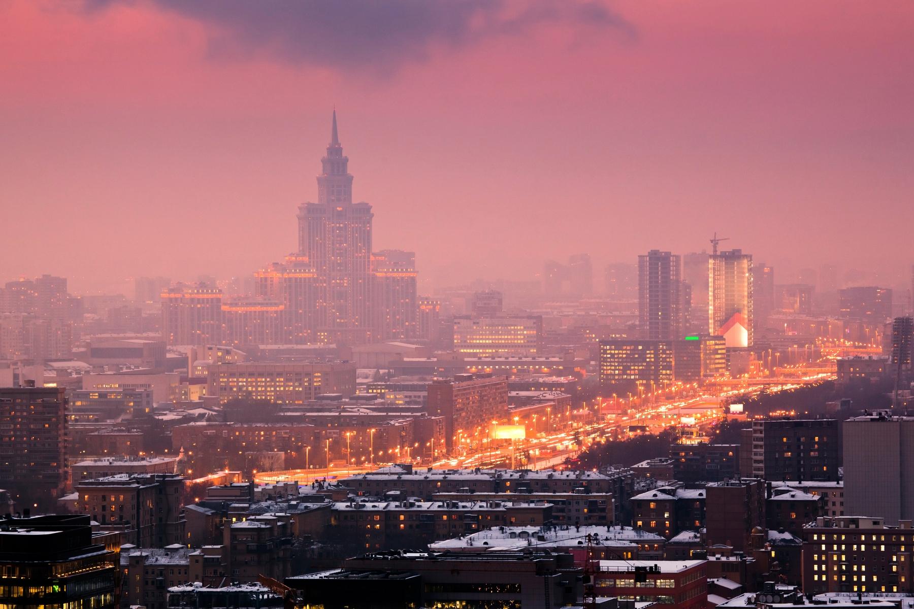 Панорама Москвы на закате с высоты. Коронавирус и путешествия