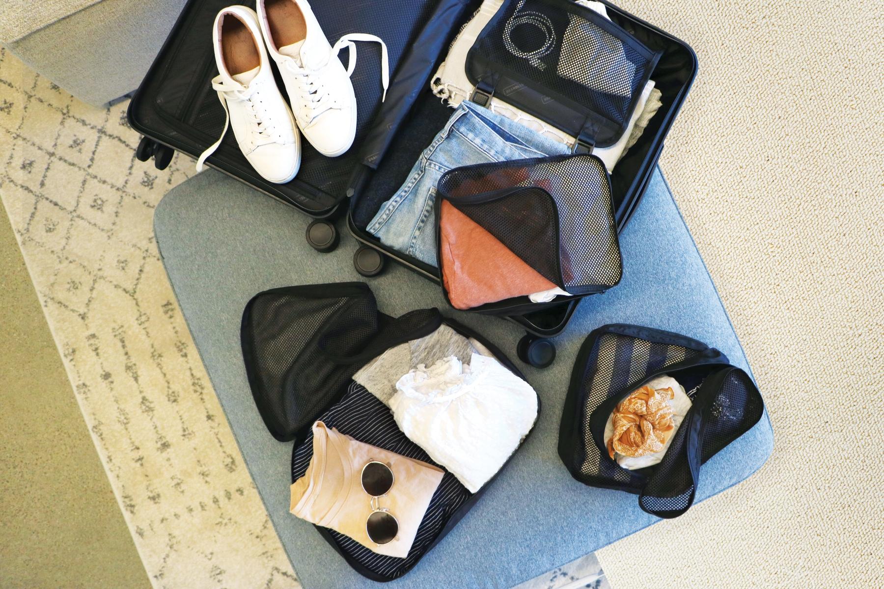 Baut auf praktische Reisegrößen beim Packen
