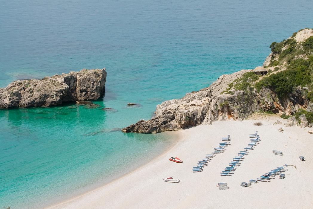 Wakacje w Albanii: słońce, plaża i błękitna woda