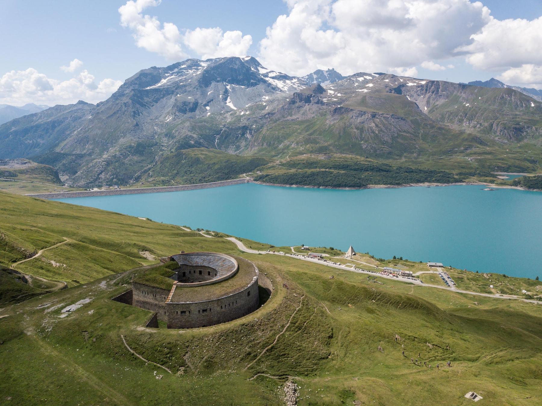 Le lac de Mont-Cenis et ses somptueux alpages.