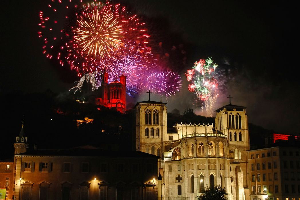 New Year fireworks in Paris - top Christmas destinations