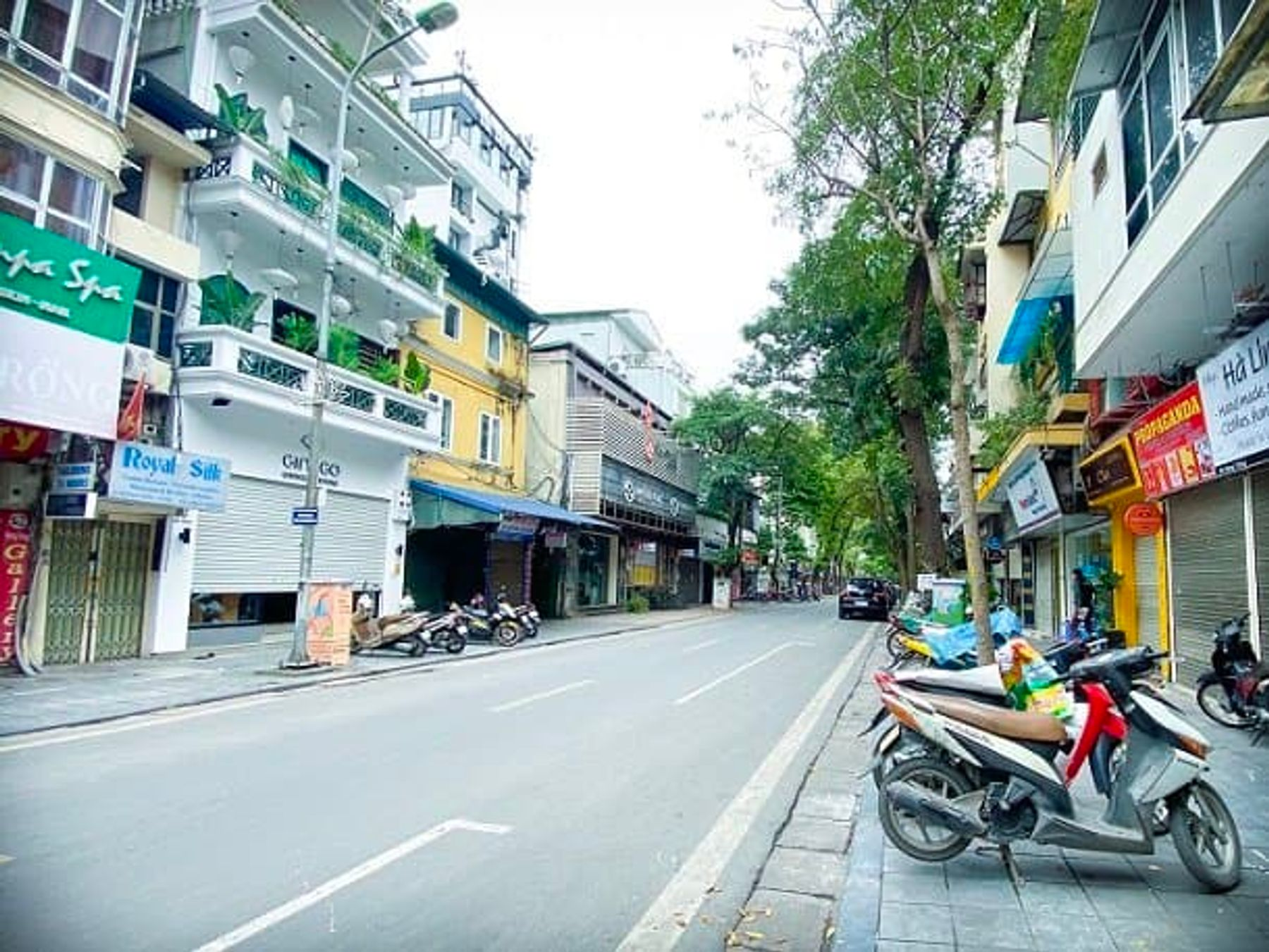 The streets of Hanoi, Vietnam during social isolation (March 2020)