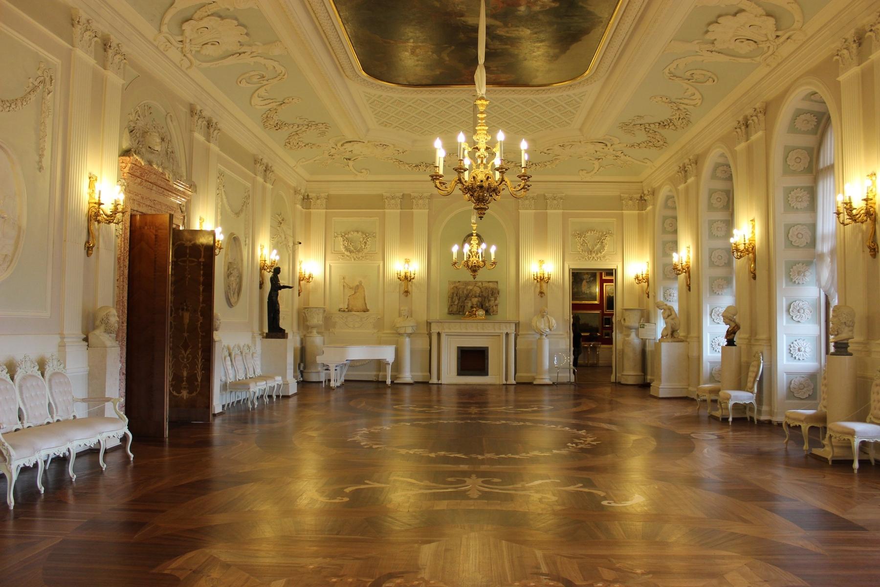 Интерьеры Большого Гатчинского дворца в России