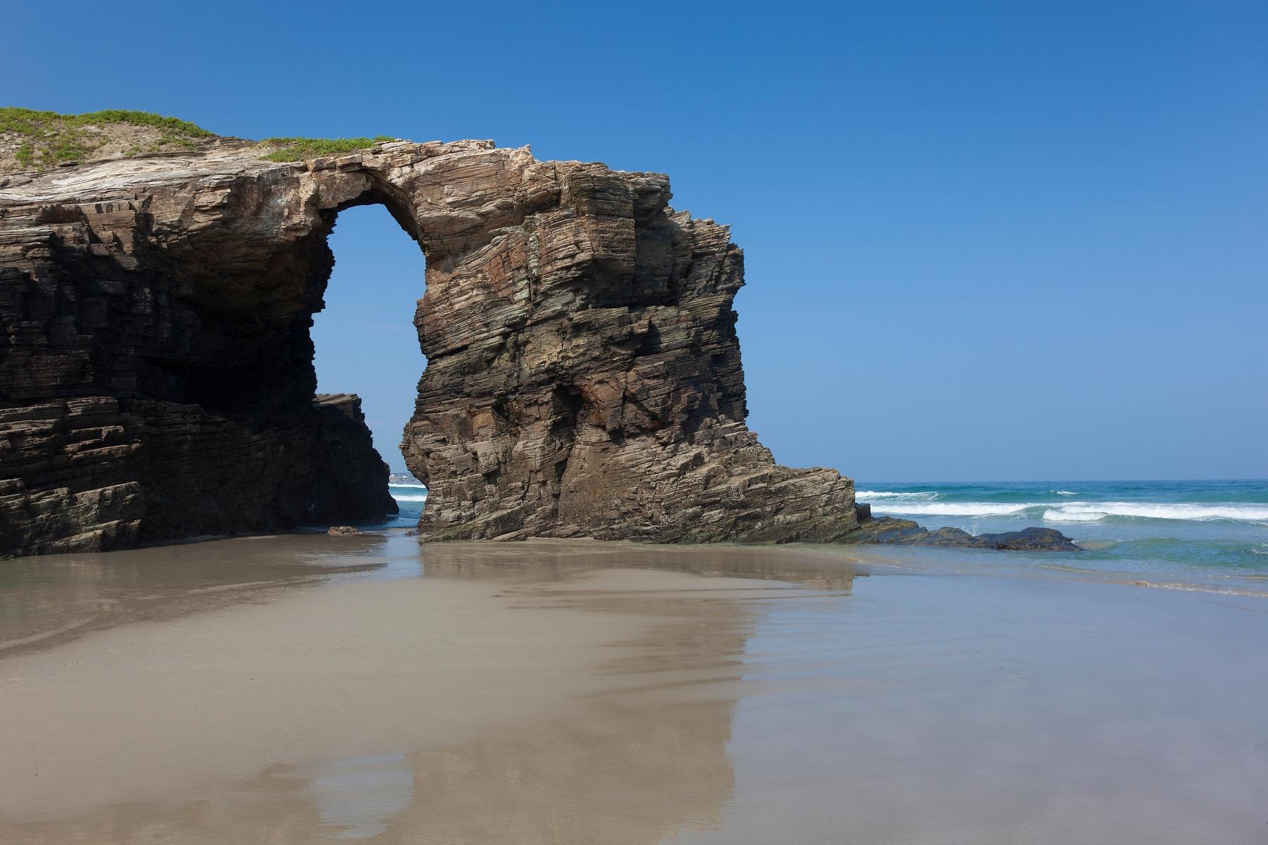 La playa paradisíaca de Las Catedrales, en Galicia