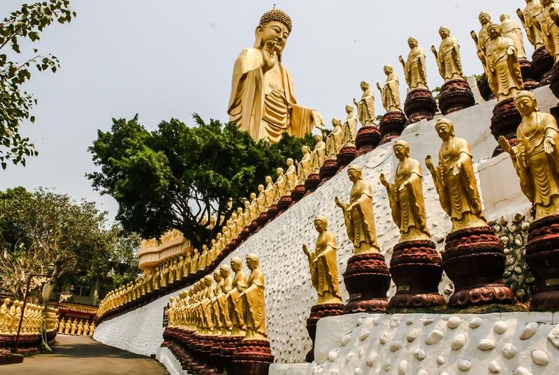 gran buda en el centro memorial de fo guang shan buddha en taiwán