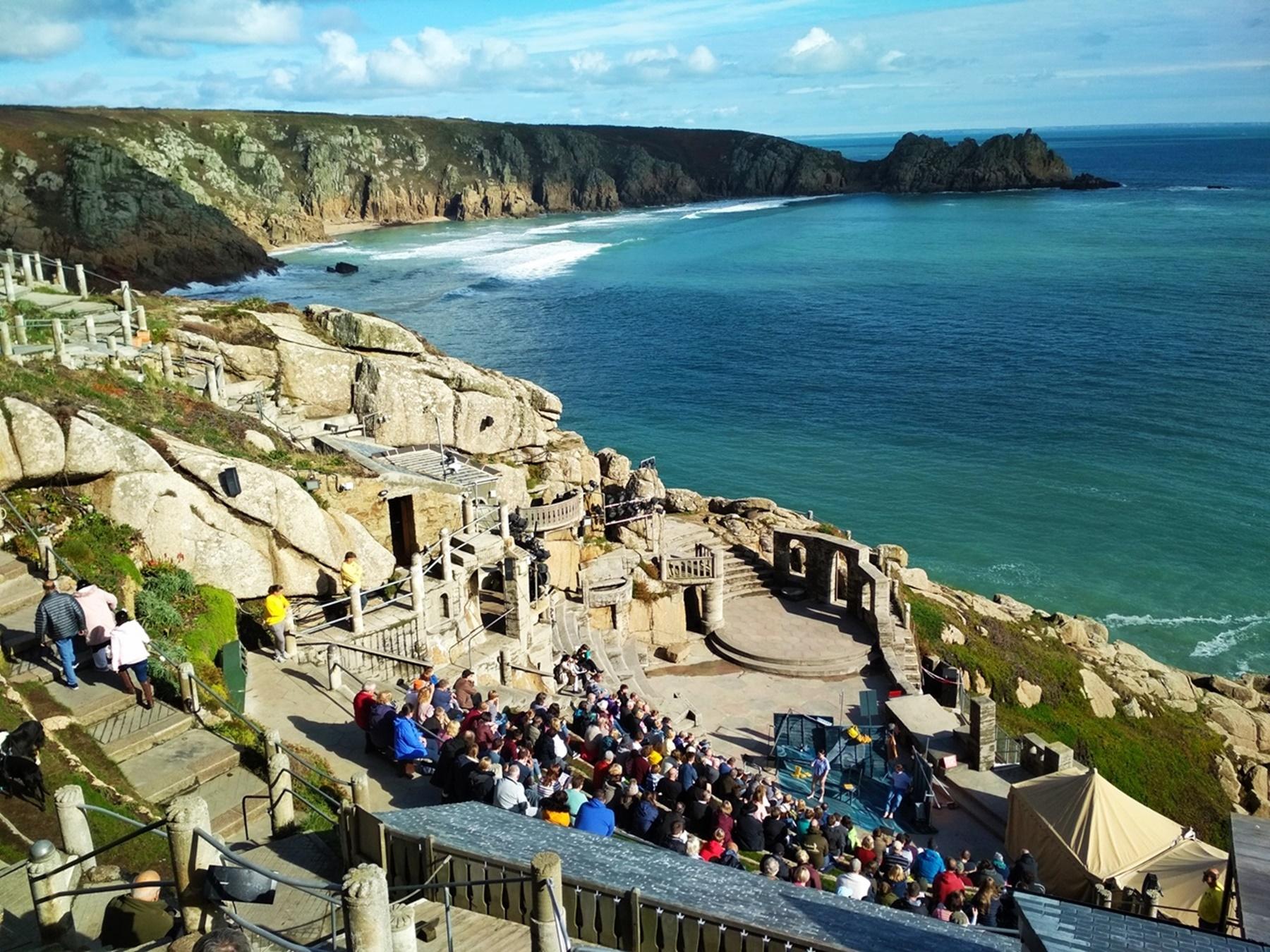 Teatro Minack en los acantilados de Cornualles Reino Unido lugares más originales a los que viajar