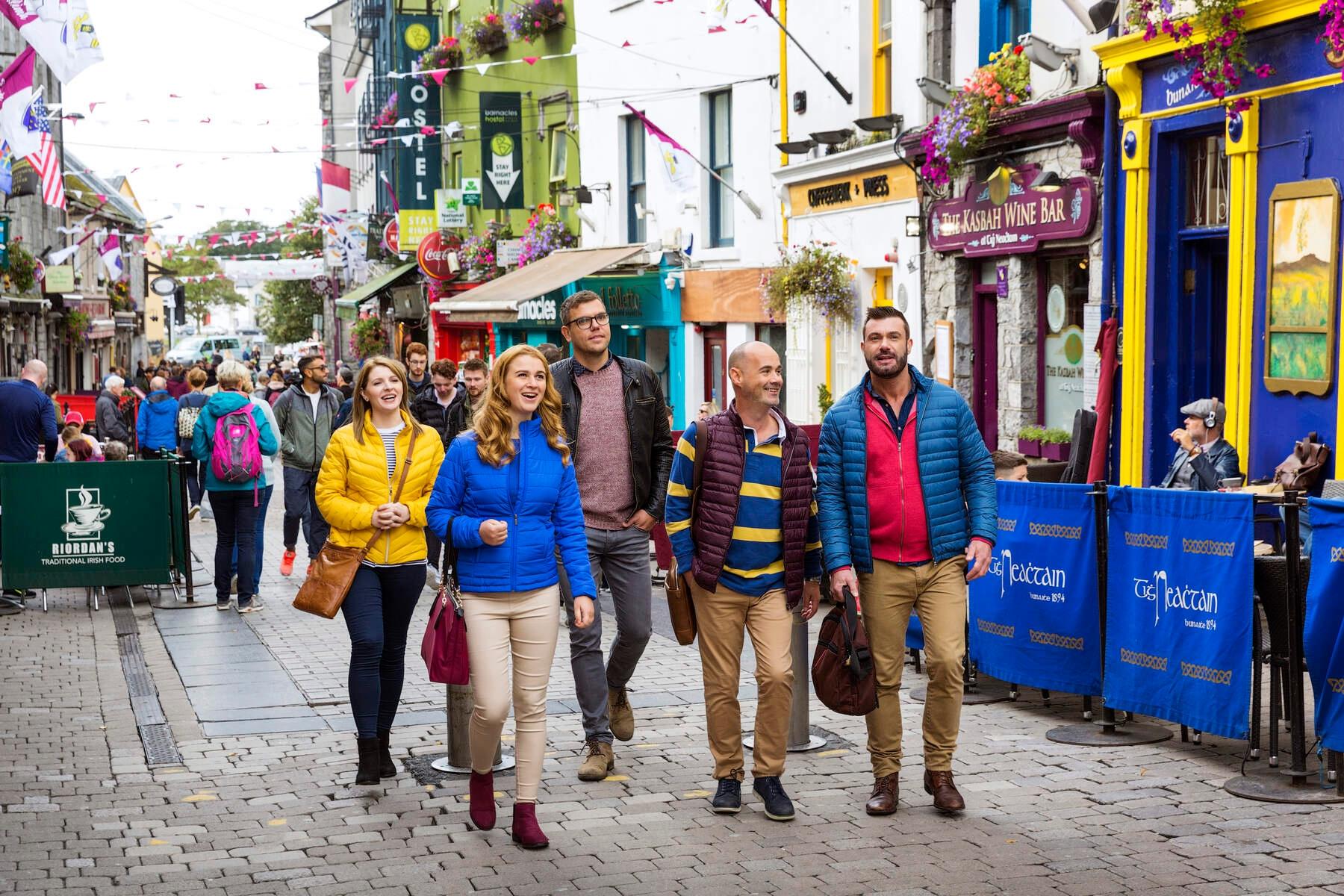 Fazer passeio em grupo é uma dica para quem vai viajar sozinho e quer conhecer pessoas diferentes.
