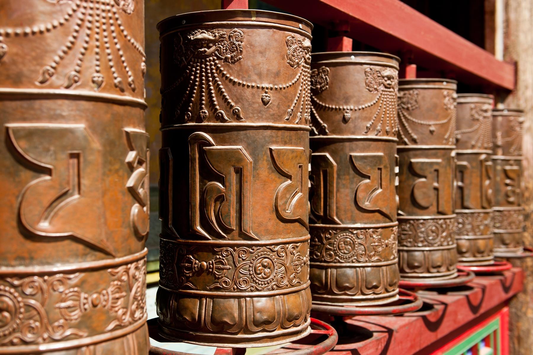 Молитвенные колеса в Лхасе