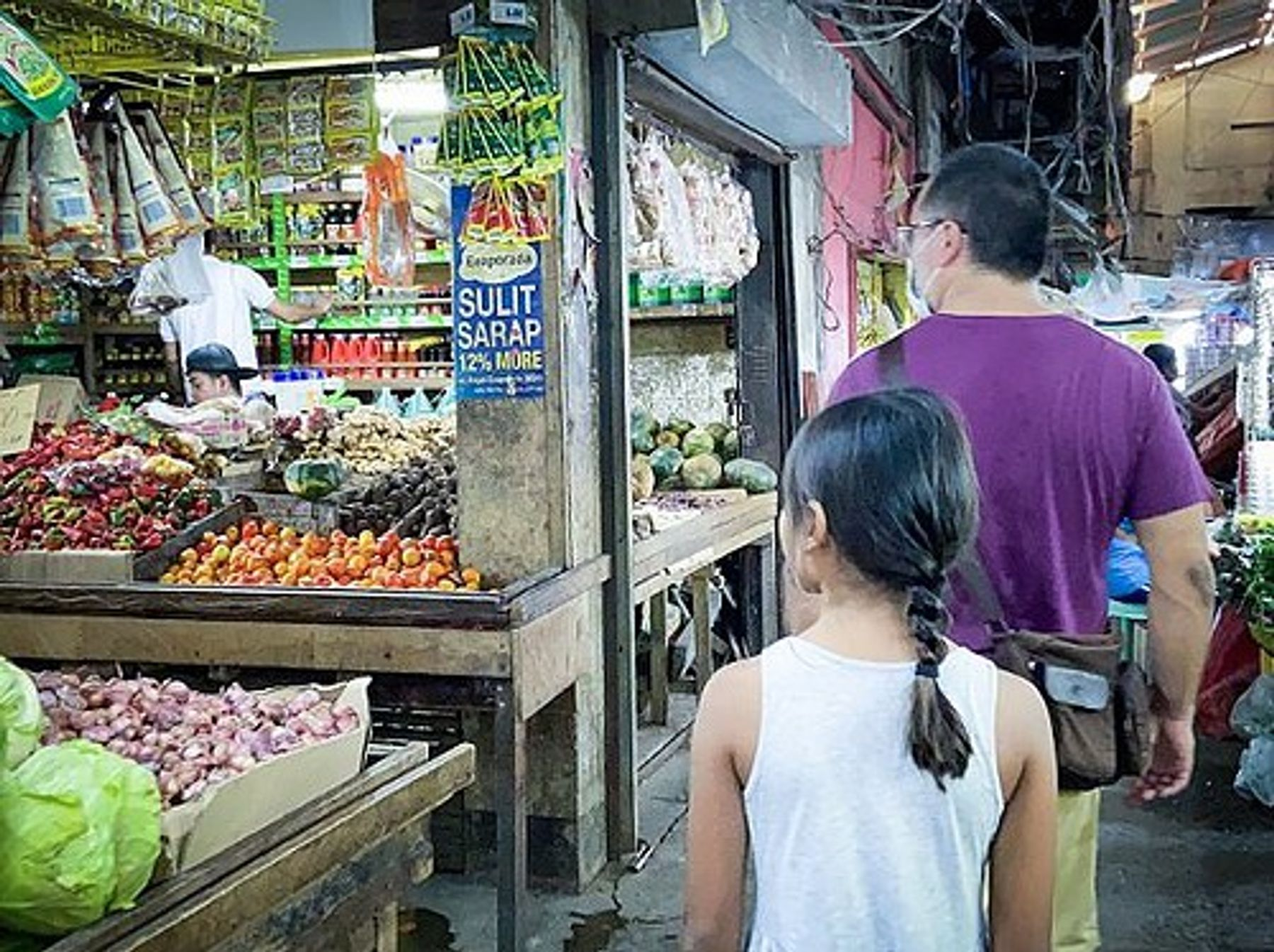 Walking through a market in Puerto Princesa, Philippines (February 2020)
