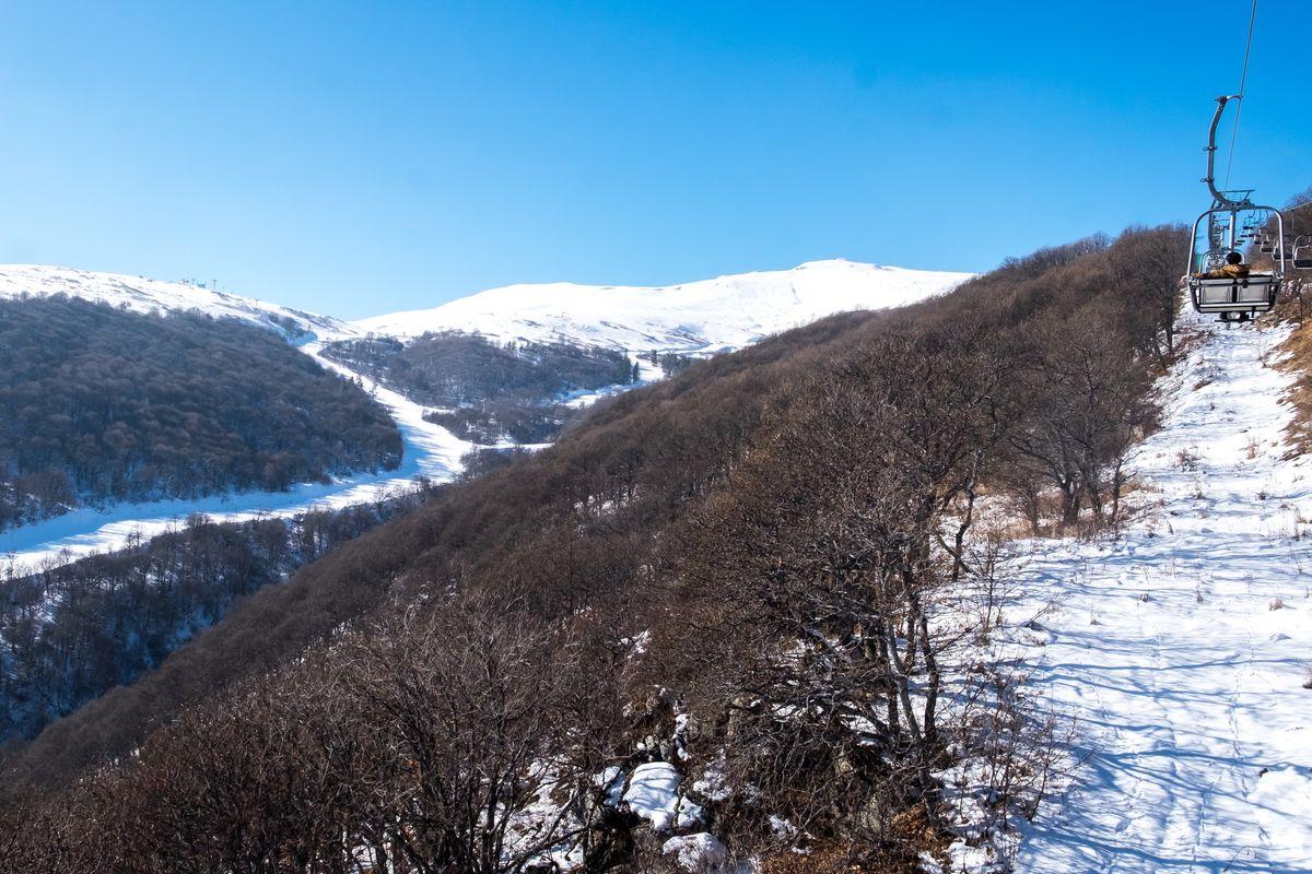 Катание на лыжах или сноуборде: Грузия или Армения