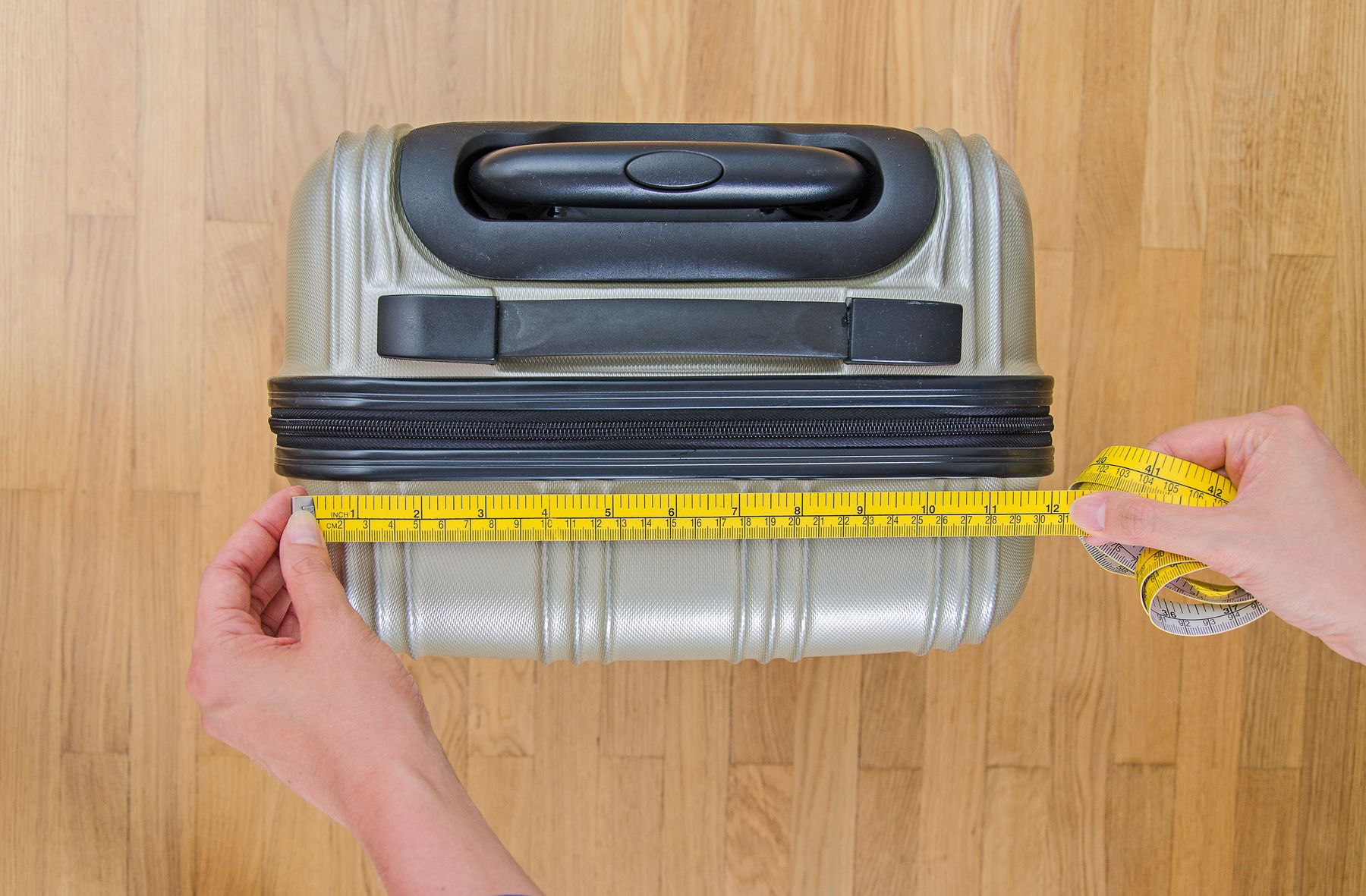 Fita métrica e bagagem
