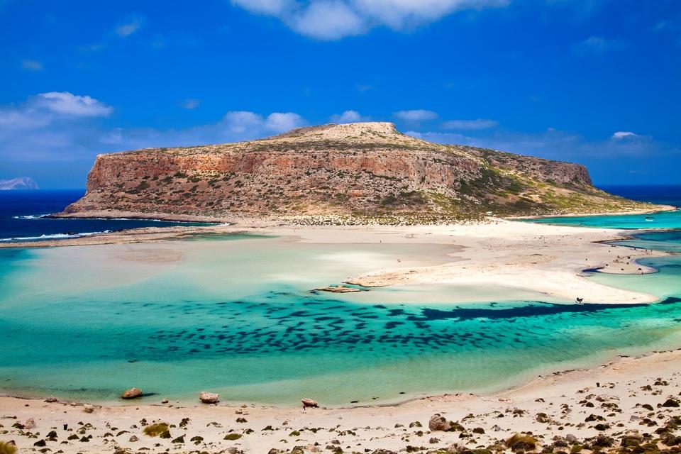 Остров Грамвуса недалеко от бухты Балос на острове Крит в Греции