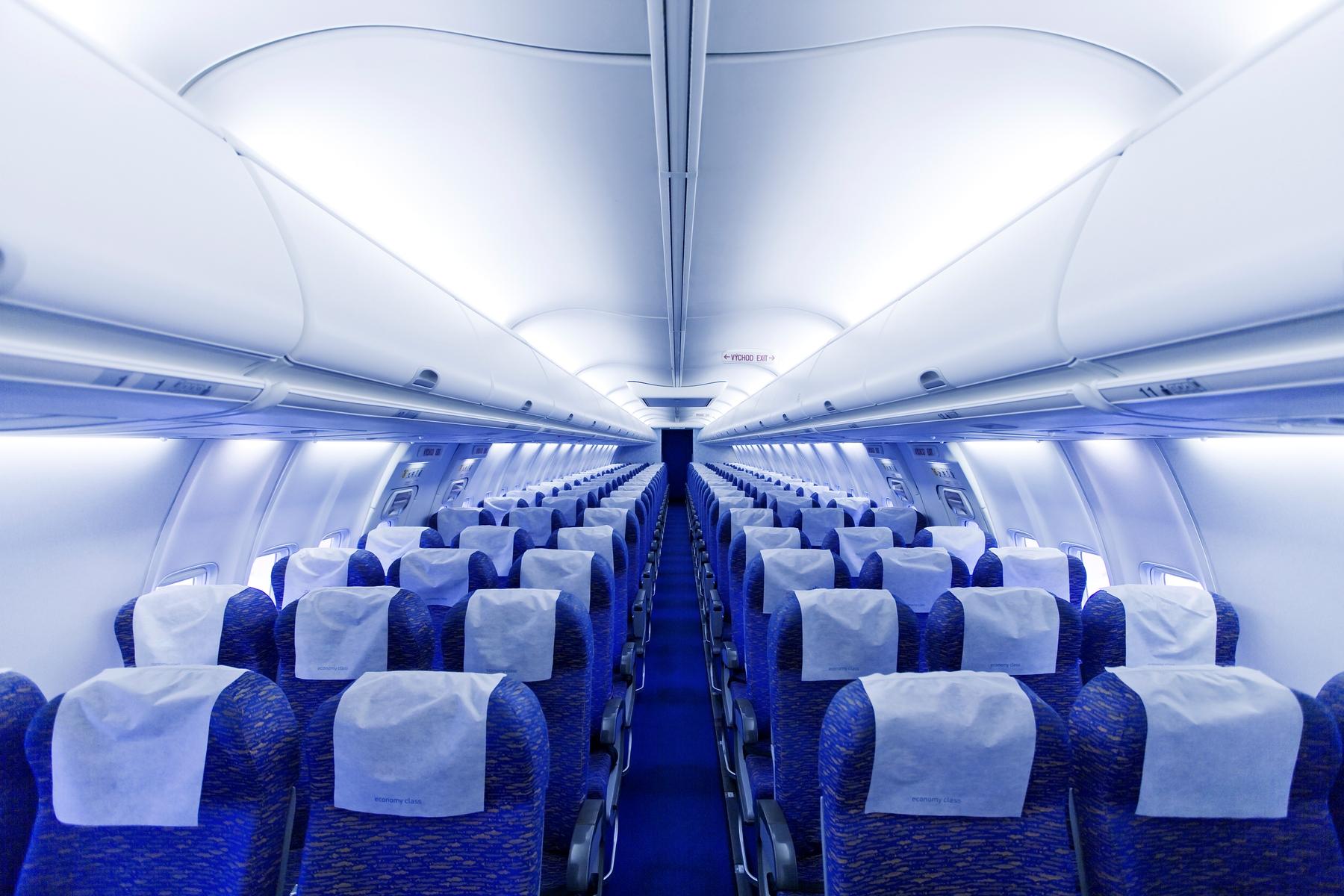 Cumplir con llevar mascarilla y lavarse las manos es necesario para viajar seguro en avión