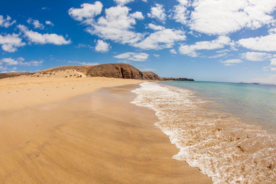 Κολυμπήστε σε εξωτικές παραλίες στο οικονομικό Λανθαρότε