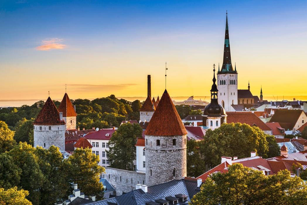 Tallinn eski şehir kısmında kuleler, Estonya