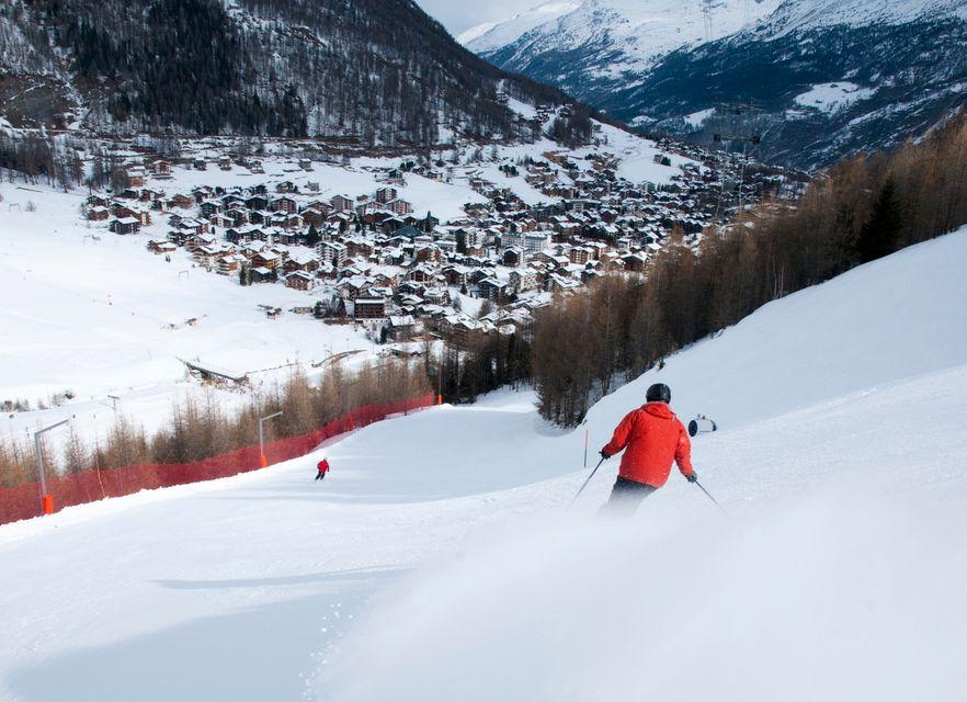 На курорте Саас-Фе можно кататься на лыжах в сентябре и в течение всего года