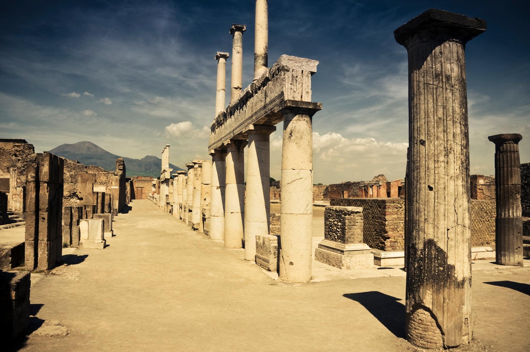 Археологический комплекс на месте древнеримского города Помпеи в Италии
