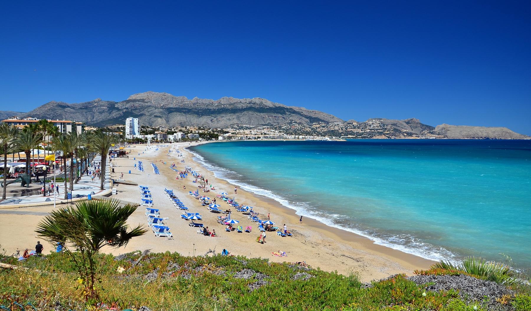 Una de las playas valencianas más concurridas: la del Albir, en Alfaz del Pí.