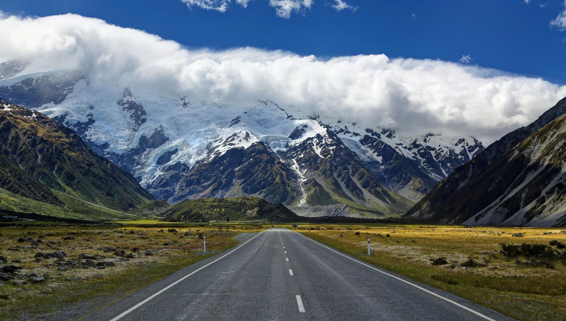 New Zealand open now to Australian travellers; New Zealand road