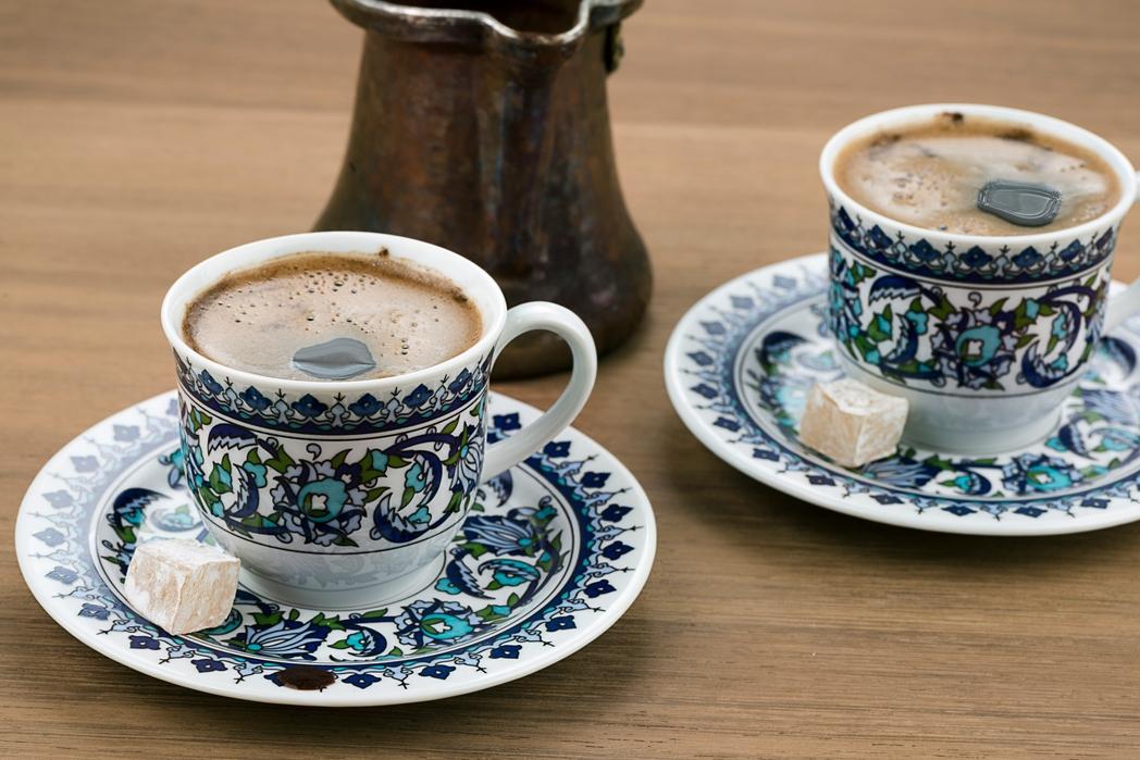 Ελληνικός καφές με λουκούμι