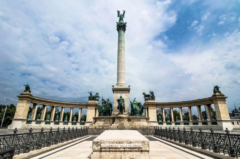 Millennium Monument in Budapest - בודפשט