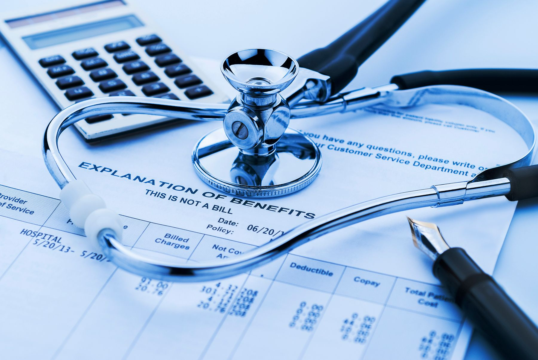 Calculator, medical bills, pen and a stethoscope. We provide information on how much PCR tests cost.