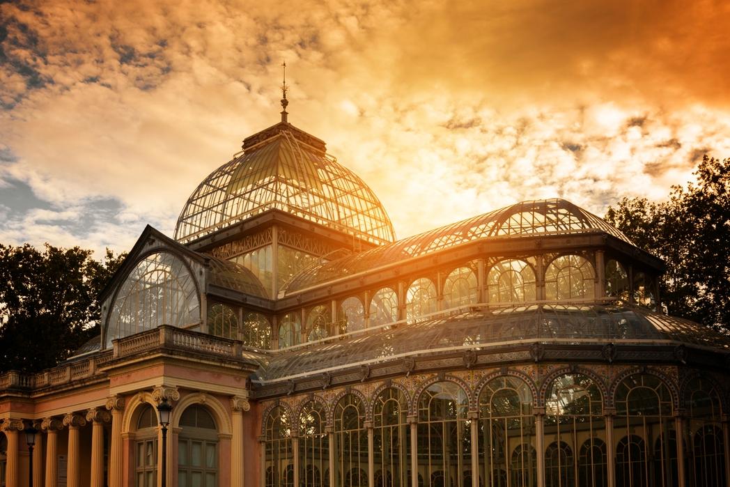 Το Palacio de Cristal στο Πάρκο Retiro της Μαδρίτης το ηλιοβασίλεμα