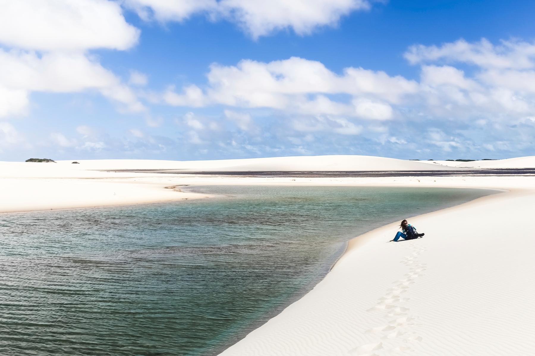 Dunas e lagoas no Parque Nacional dos Lençóis Maranhenses, destino para ser visitado nas férias de julho.