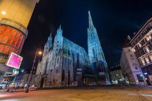 Η Βιέννη φωτισμένη τη νύχτα - city-hopping στην Ευρώπη