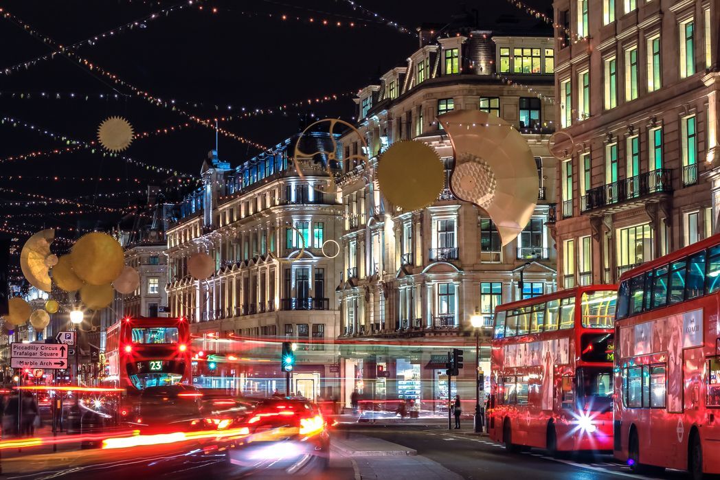 Double-decker buses in London - top Christmas destinations