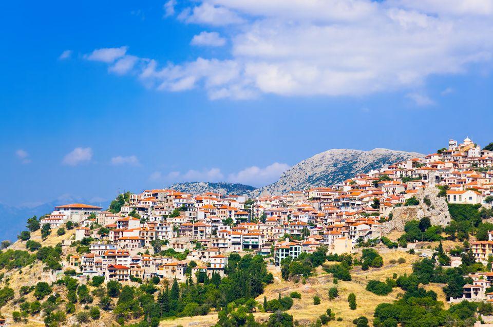 H Αράχωβα από ψηλά - οι 11 καλύτεροι χειμερινοί προορισμοί στην Ελλάδα