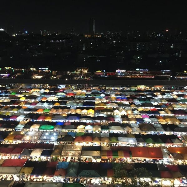 ラチャダー鉄道市場 タラート・ロットファイ・ラチャダー