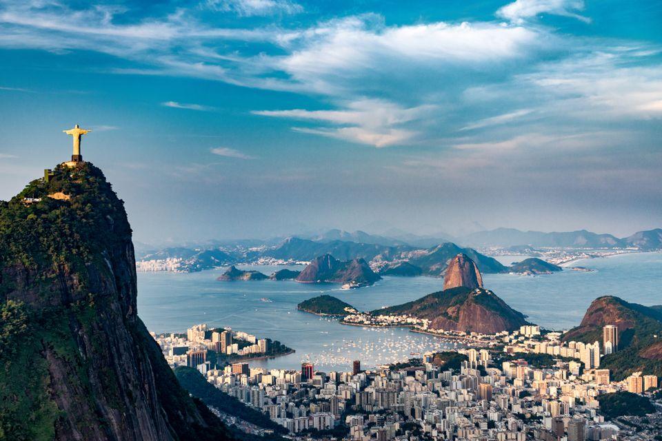 Vista aérea do Cristo Redentor, no Rio de Janeiro, escolhido como uma das Maravilhas do Mundo Moderna