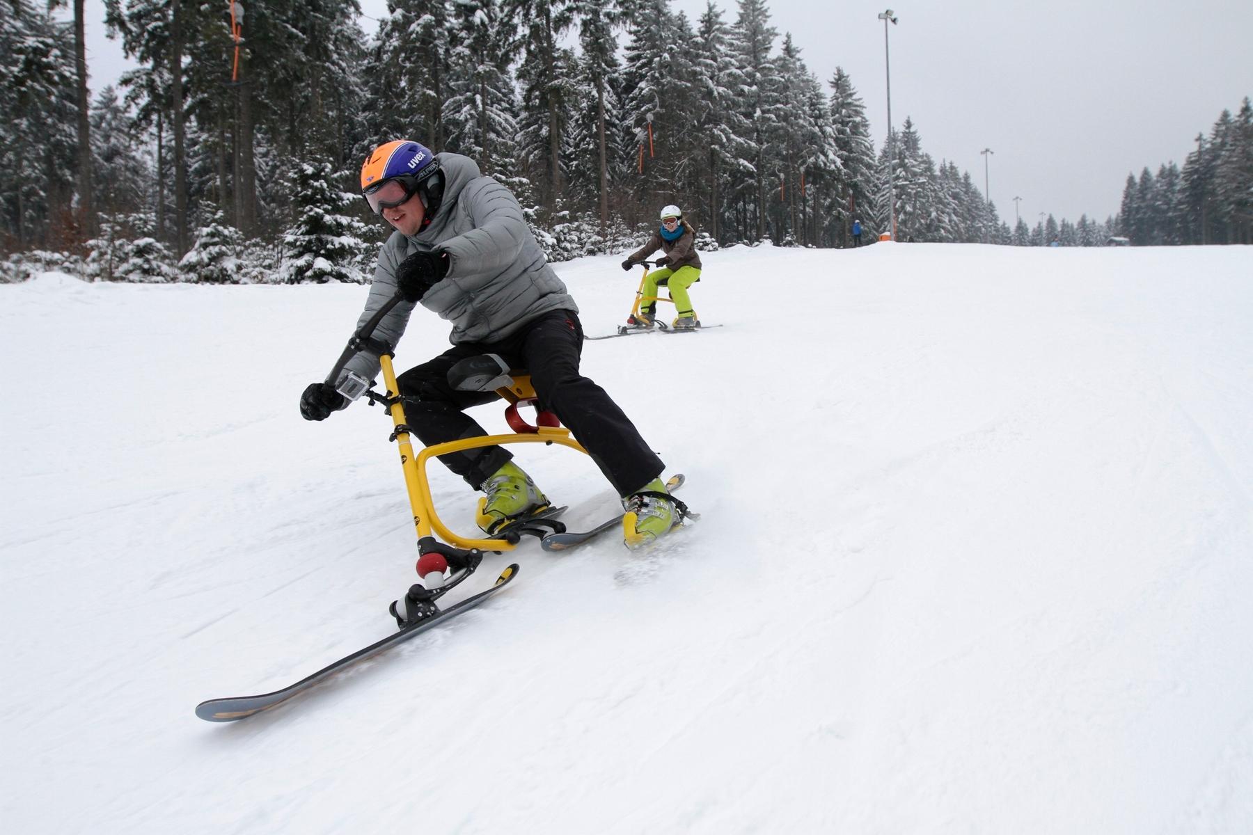 Snowbikes in der Skiarena Silbersattel