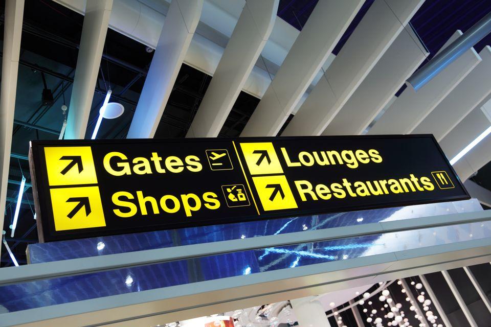 Vérifiez les informations sur votre voyage avant d'arriver à l'aéroport pendant le coronavirus